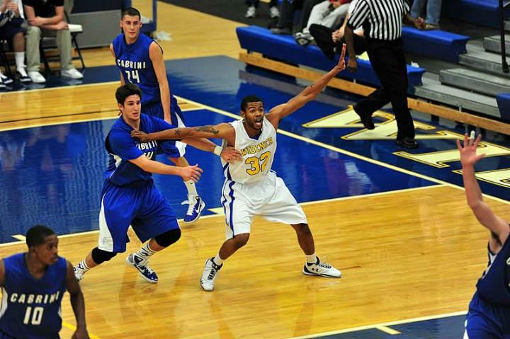 basketball-player-posting-up