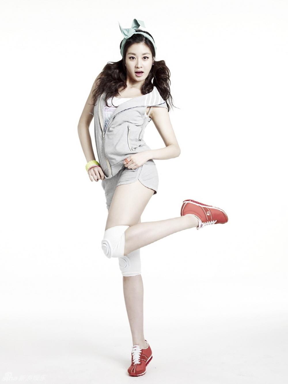 kang-sora-shows-off-her-preppy-look-for-k-swiss