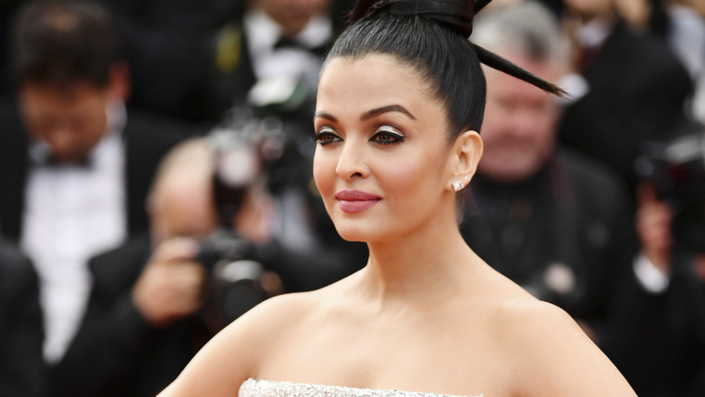 How-Aishwarya-Rai-Bachchan-worked-shimmer-on-the-Cannes-2018-red-carpet