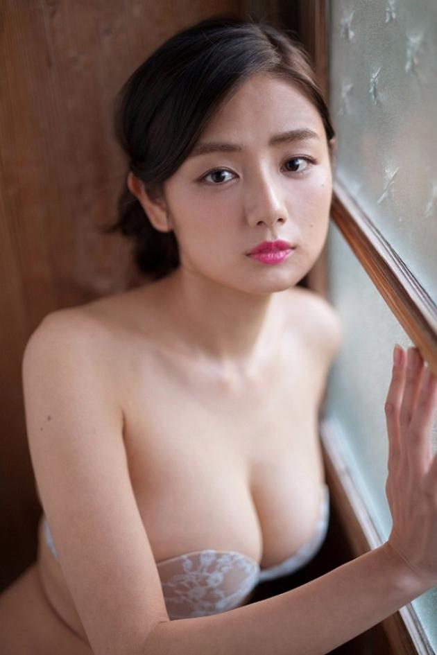 moemi-katayama-1507720292