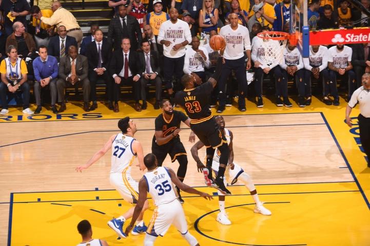 NBA-Final-2017-G2-03