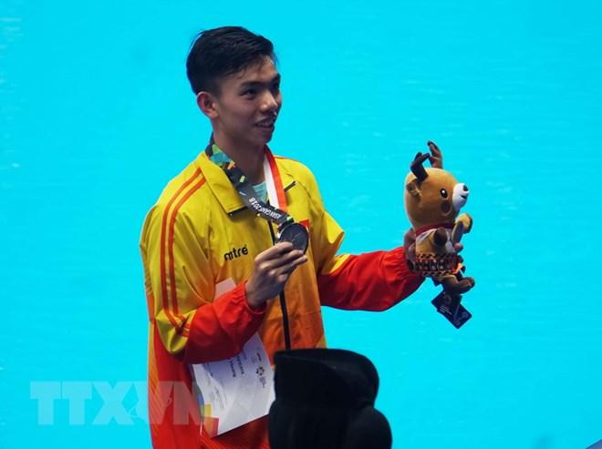 Nguyen-Huy-Hoang-01