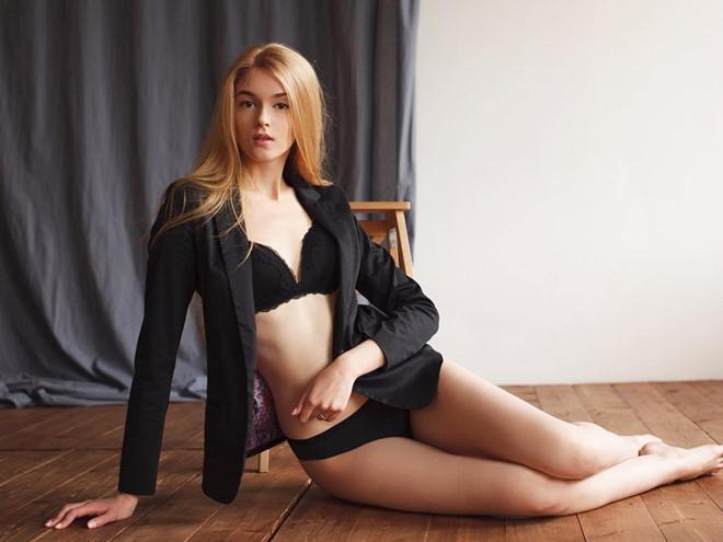 Alisa-Manyonok-06
