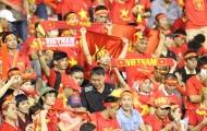 CĐV Việt Nam cháy hết mình trên khán đài sân Selayang
