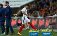 Bị fan chửi rủa, Chamberlain chỉ biết trút giận lên... chai nước