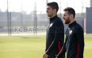 Suarez không rời Messi trên sân tập