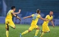 Hạ Long An trong trận đấu gây tranh cãi, FLC Thanh Hóa lấy lại ngôi đầu