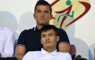 Công Vinh 'thương thảo hợp đồng' cùng con trai HLV Calisto trên sân Thống Nhất