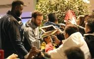 Juan Mata bị NHM vây kín trên đường đến khách sạn Lowry Hotel