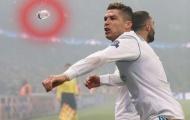 SỐC! Ronaldo suýt lãnh nguyên chai nước vào mặt