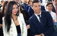 Ronaldo cầu hôn bạn gái bằng nhẫn 'khủng'