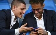 Neymar rủ rê Verratti lướt web trong ngày PSG nâng cúp