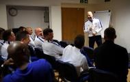 Huyền thoại Chelsea 'ôn nghèo kể khổ' ngày tri ân Ray Wilkins