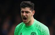 Chelsea sẵn sàng bán Courtois và rước Alisson về thay thế