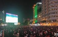 Sài Gòn ra đường, Hà Nội đội mưa cổ vũ U23 Việt Nam đấu Syria