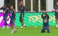'Sỉ nhục' cựu sao Chelsea, Coutinho khiến Neymar phải quỳ gối