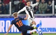 Ở tuổi 33, thi đấu xuất thần, Ronaldo cần gì 'Quả bóng vàng'?