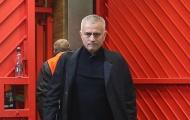 Ném giỏ chai nước trút giận và đây là thái độ của Mourinho trong phòng thay đồ