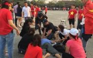 Chưa kịp tiếp lửa ĐT Việt Nam, một CĐV đã đột quỵ bên ngoài sân Mỹ Đình