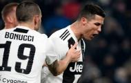 Sút mãi không vào, Ronaldo điên tiết phá cột dọc Roma