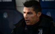 Ronaldo bàng hoàng trên băng ghế dự bị khi Juventus suýt thua