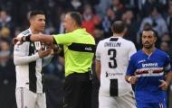 Bảo vệ đồng đội, Ronaldo cãi nhau tay đôi với trọng tài