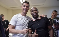 Mayweather 'đột nhập' phòng thay đồ, sánh vai với Ronaldo