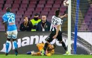 Cận cảnh tai nạn rùng mình khiến thủ thành Arsenal suýt thành 'Petr Cech 2.0'