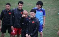 U23 Việt Nam vui vẻ tập luyện khi đón những vị khách đặc biệt từ Hàn Quốc