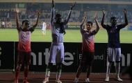Ngọc Duy và Quốc Long hòa mình vào ăn mừng cùng đội bóng cũ trong ngày trở lại