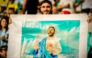 CĐV mang 'Chúa' đến sân vẫn không thể cứu Argentina