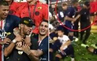 SỐC! Mbappe kéo Neymar xô ra ngoài trong lễ đăng quang Siêu Cúp Pháp