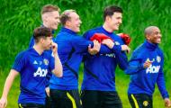 Sân tập Man Utd rộn tiếng cười, Maguire như 'gã hộ pháp'