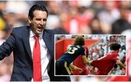 Emery tuyên bố bất ngờ về pha kéo áo của Luiz