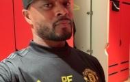 Evra bất ngờ tái xuất, khoe áo Man United quá chất
