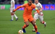 Van Dijk mắc sai lầm, Hà Lan nhọc nhằn bảo vệ ngôi đầu bảng