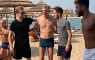 Lộ hình ảnh Wenger gây choáng trước thềm cuộc gọi của CEO Bayern