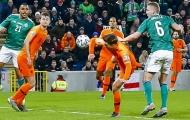 Trung vệ Hà Lan liên tục để bóng chạm tay: 'Tôi đã tiếp thu từ De Ligt'