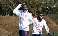 'Bom tấn' của Arsenal lém lỉnh vờn Shkodran Mustafi