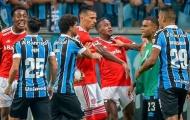 SỐC! Đấm nhau đầy bạo lực, 2 ông lớn Brazil nhận 8 thẻ đỏ