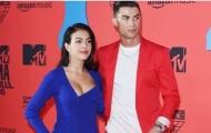"""Bạn gái Ronaldo: """"Những anh hùng thực sự không mặc áo choàng"""""""