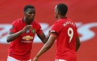 Lỡ chân phá Pogba, Martial đãng trí bị nhân viên Man United nhắc nhở
