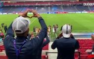 PSG ăn mừng trong phòng thay đồ sau màn ngược dòng không tưởng