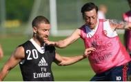 Bị ghẻ lạnh và đây là thái độ của Mesut Ozil trên sân tập