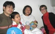 Tặng linh vật Olympic 2012 cho bé sơ sinh đầu tiên của năm