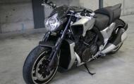Kỹ sư độ xe biến hình cho Yamaha VMax 2012