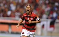 Ronaldinho chói sáng giúp đội nhà thoát hiểm