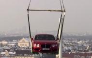 Ấn tượng với màn ra mắt từ trực thăng của Bentley Continental V8