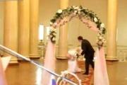 Video: Cô dâu tụt váy hot nhất tuần qua