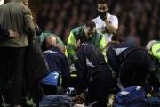 Video FA Cup: Fabrice Muamba bị đột quỵ khiến trận đấu Tottenham - Bolton bị hủy